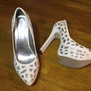 -White and Michael Antonio Studio Heels Sz …